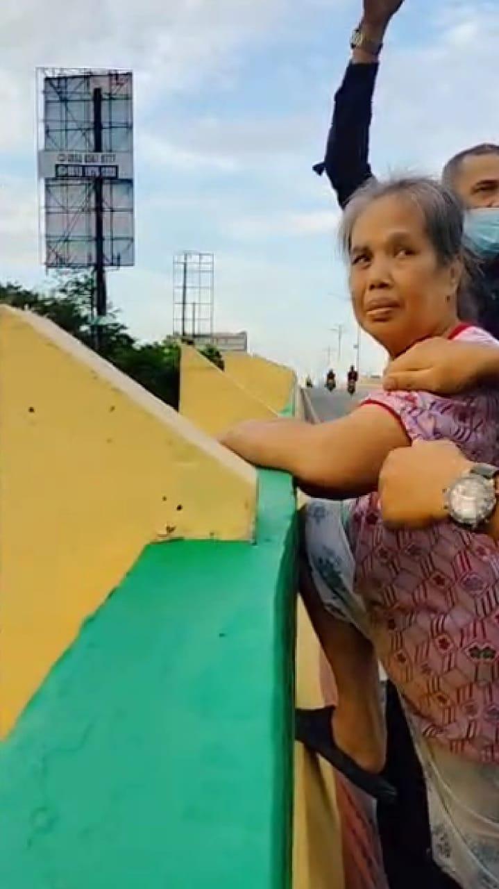 Wanita Paruh Baya Coba Bunuh Diri di Fly Over Sudirman