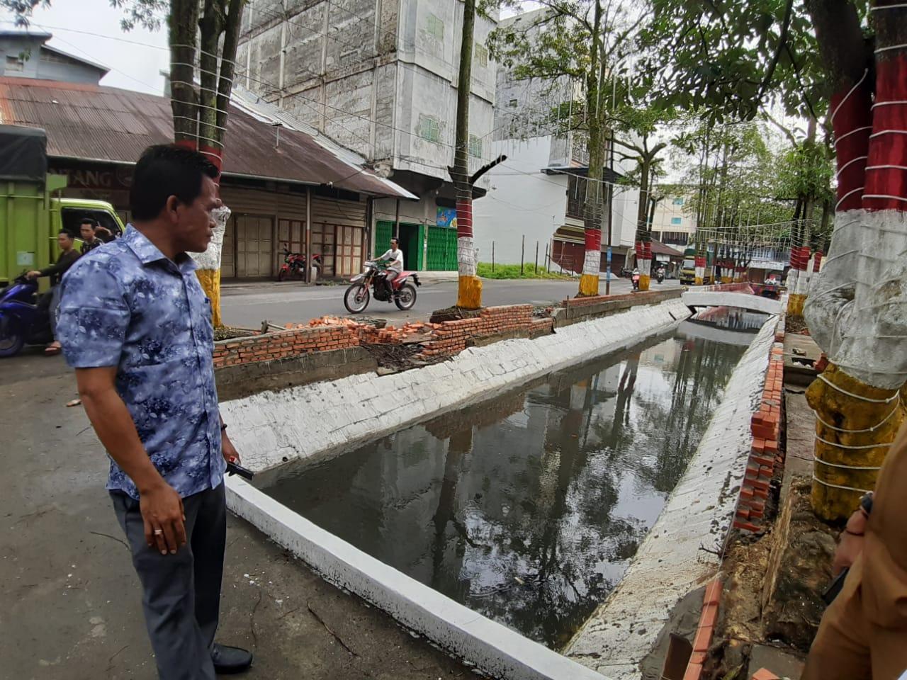 Ketua DPRD Tinjau Penataan Sungai Garam
