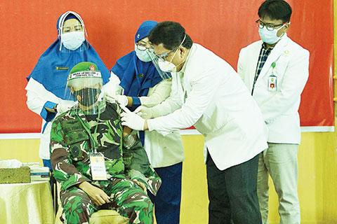 April, Vaksinasi untuk Masyarakat