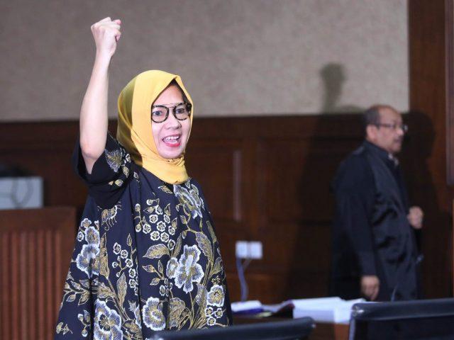 Karen Bebas, Mahfud Salahkan yang Nuntut