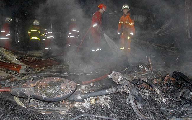Enam Rumah Musnah Terbakar