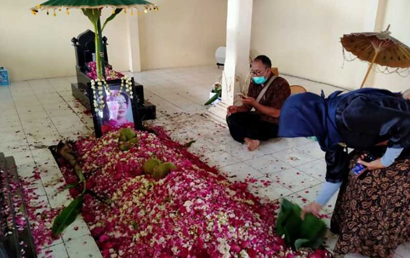 Pemakaman Ibunda Presiden Singkat dan Penuh Khidmat
