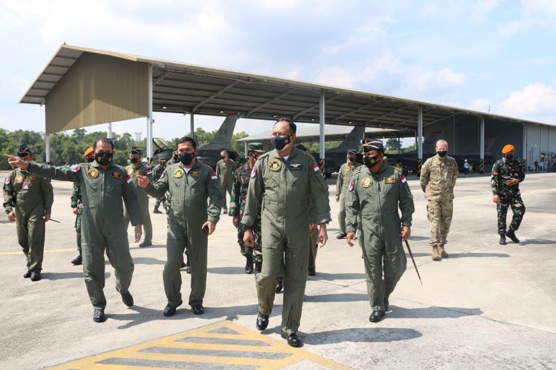 Kasau Tinjau Latma TNI AU-USPACAF saatKunker ke Lanud Roesmin Nurjadin