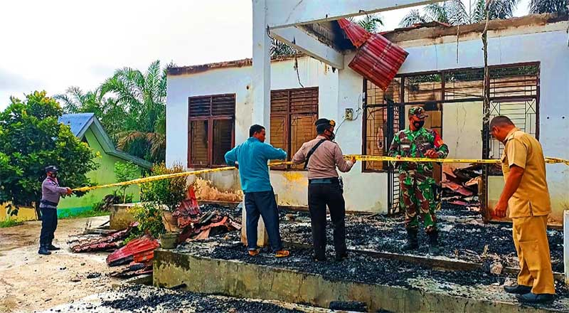 Polisi Masih Lidik Terbakarnya Kantor Desa Sungai Salak