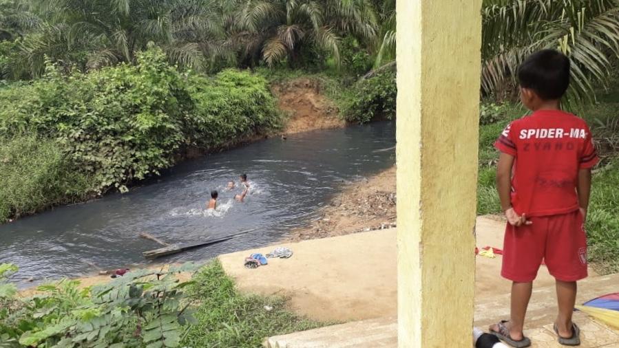 Air Sungai Batang Pangean Menghitam, Kepala Desa Berang