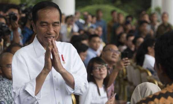 Jokowi Ajak Relawan Kampanye Door to Door