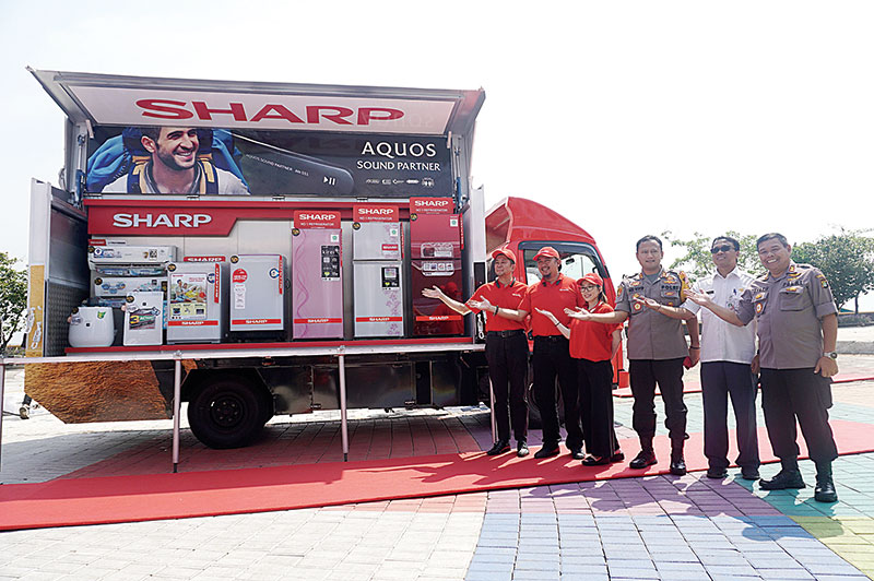 Luncurkan Sharp 50 Years Mobile Display Truck
