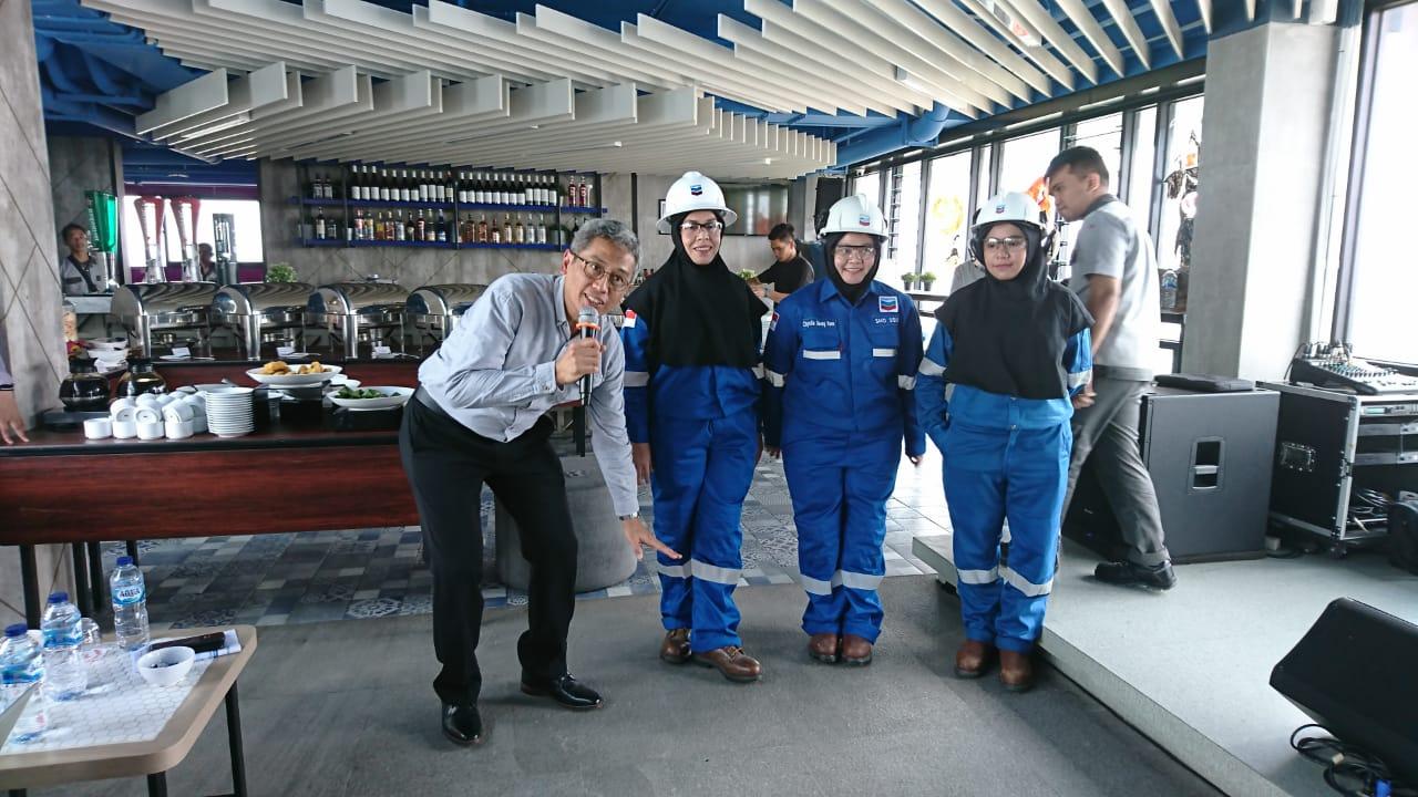 Chevron Luncurkan Hijab FRC, Bukti Nyata Peduli Keselamatan Kerja Wanita