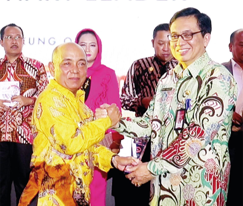 Sukses Penguatan Inovasi Daerah, Bupati Pelalawan Kembali Terima Penghargaan