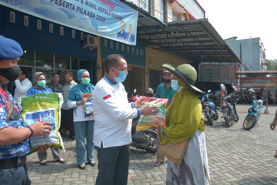 Demokrat Riau Bagikan Seribu Paket Sembako