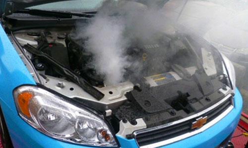Ini Bahayanya Mengisi Radiator dengan Air Biasa
