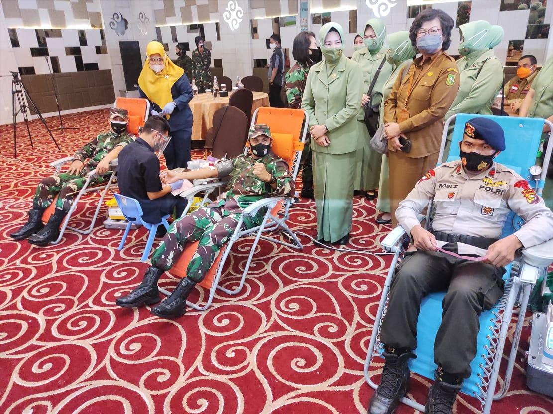Rangkaian HUT Ke-75 TNI, Danrem Syech Ismed Turut Donor Darah