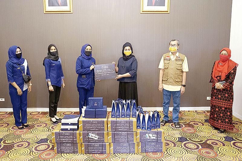 Inez Cosmetics Serahkan 1.000 Hand Sanitizer Produksi Sendiri ke Gubri