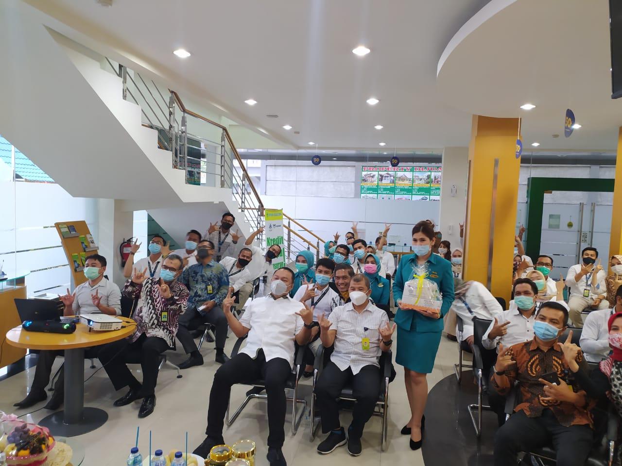 Bank Bukopin Salurkan Paket Kesehatan Kepada Karyawan