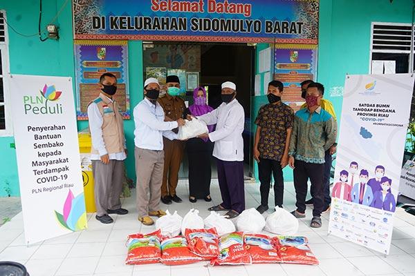 PT PLN UIP Sumbagteng Berikan Bantuan 657 Paket Sembako