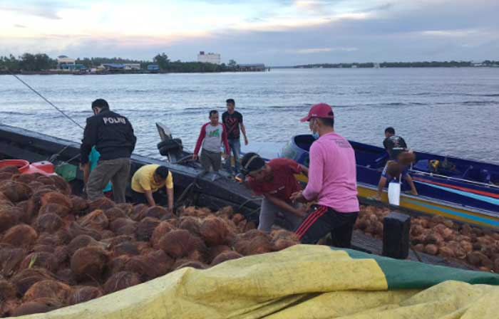 Kapal Muatan Kelapa Terbakar Saat ABK Tidur, Satu Meninggal