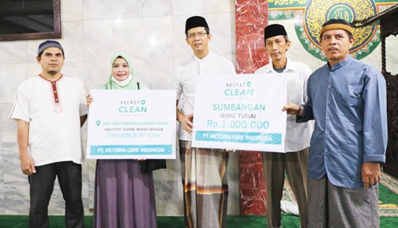 PT Victoria Care Lakukan Penyemprotan Disinfektan di Masjid Jami'atuzzahidin