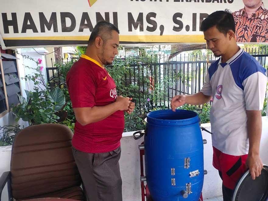 Kurangi Volume Sampah dengan Tong Komposter