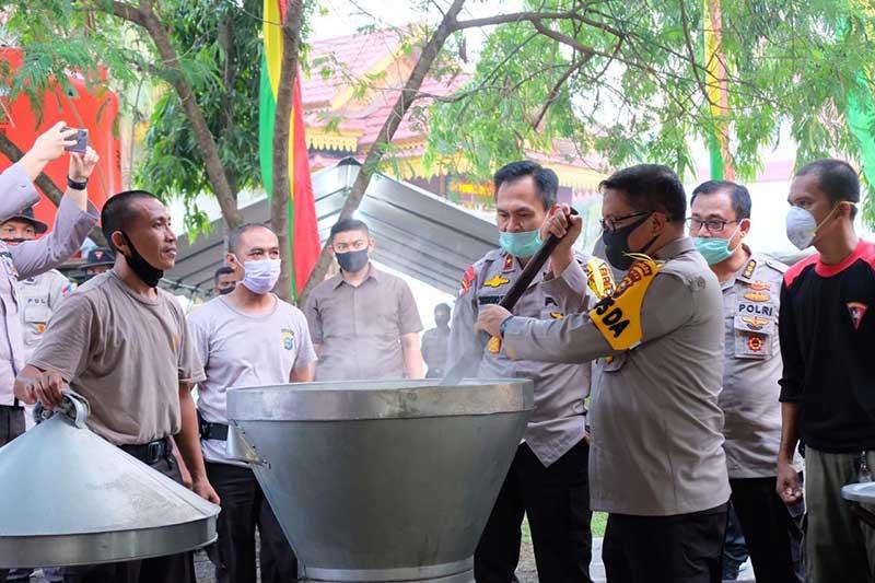 Polda Riau Dirikan Dapur Umum Peduli Kemanusiaan