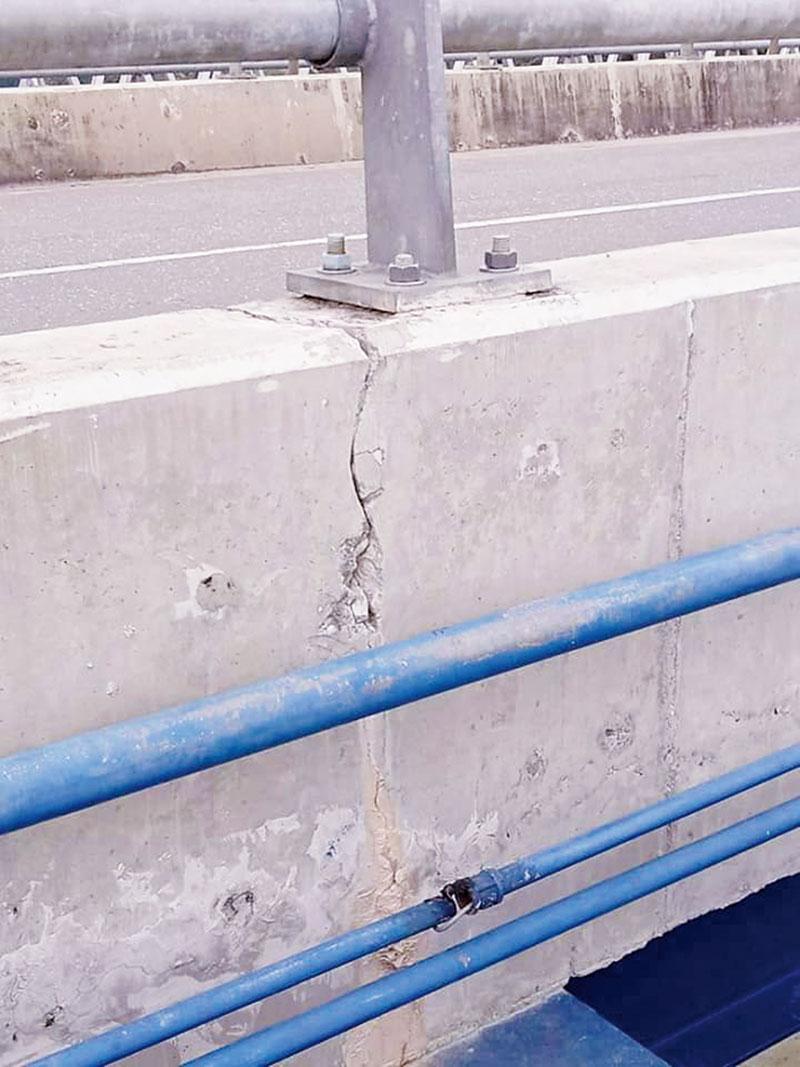 Retakan Muncul di Jembatan WFC