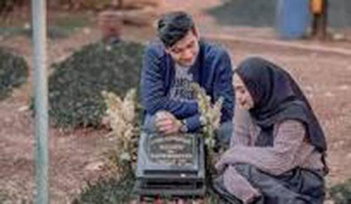 Ria Ricis Bawa Calon Suami Ziarah ke Makam Ayah