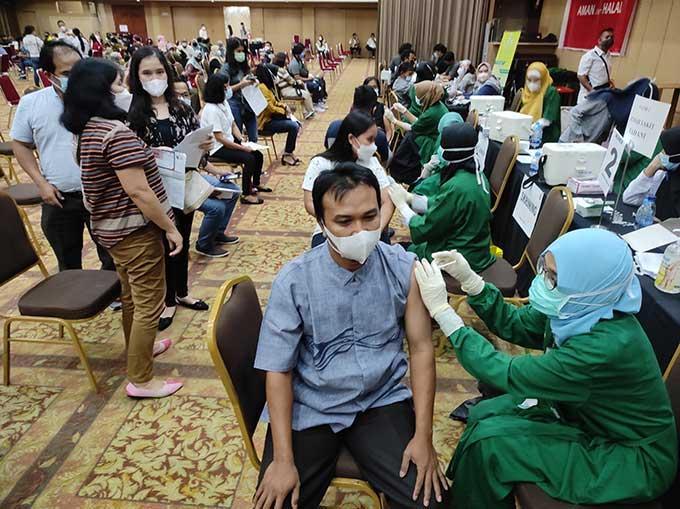 18.786 Warga Ikuti Vaksinasi Massal