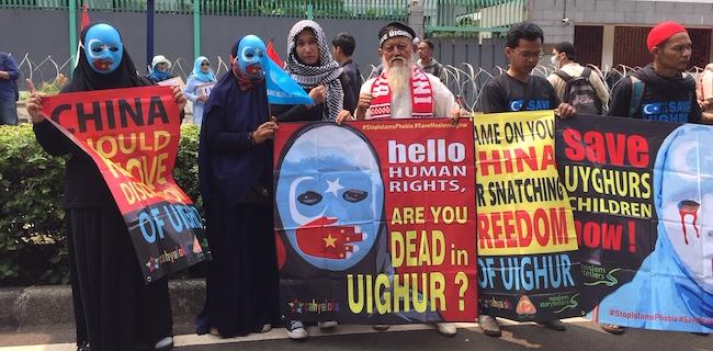 Ribuan Umat Islam Geruduk Kedubes China