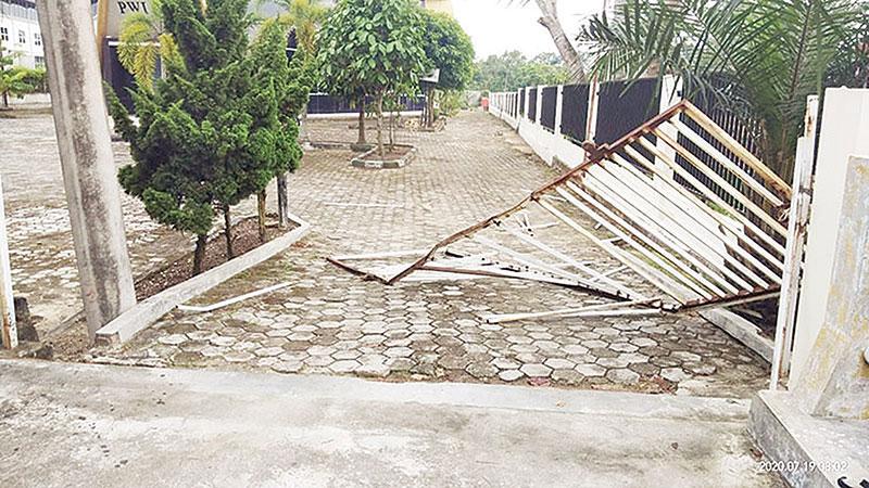 Pelaku Perusakan Pagar PWI Riau Masih Dalam Lidik