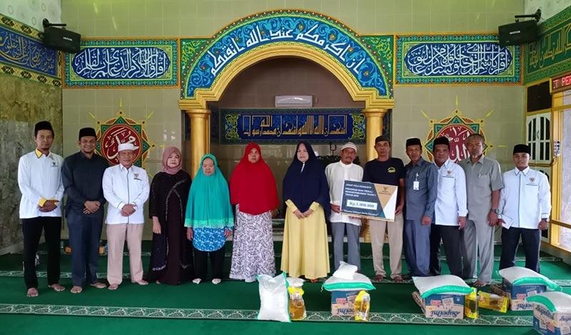Baznas Siak Salurkan Zakat ke Masjid PTPN V Kebun Sei Buatan