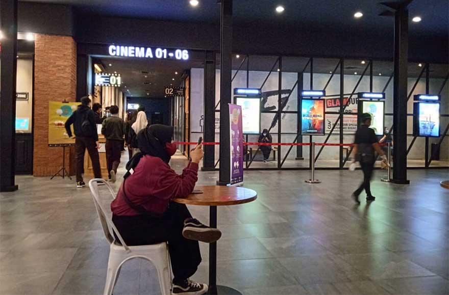 Antusias Bioskop di Pekanbaru Dibuka, Duduk Harus Jaga Jarak