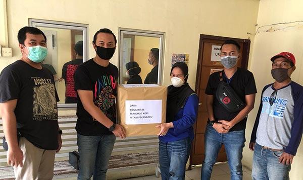 KPK-HP Serahkan Bantuan 600 Paket APD ke RS di Pekanbaru