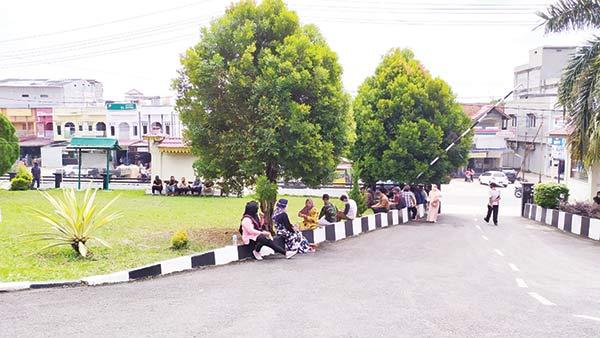 Puluhan Massa Pengunjung Sidang di PN Rengat Dibubarkan Polisi