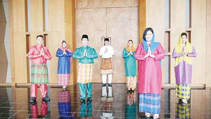 Karyawan PRIME PARK Hotel & Convention Pekanbaru Kenakan Busana Melayu