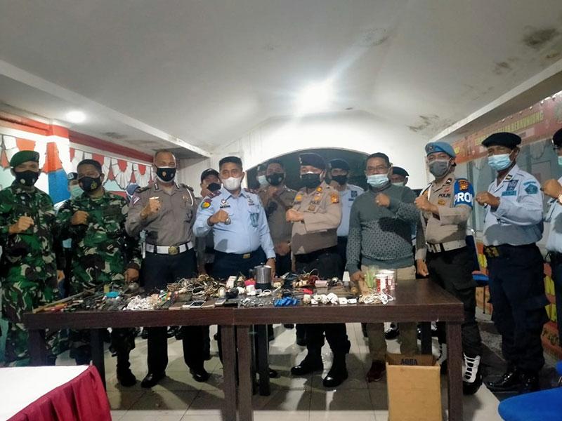 Sanjata Tajam dan Ponsel Diamankan dari Kamar Tahanan