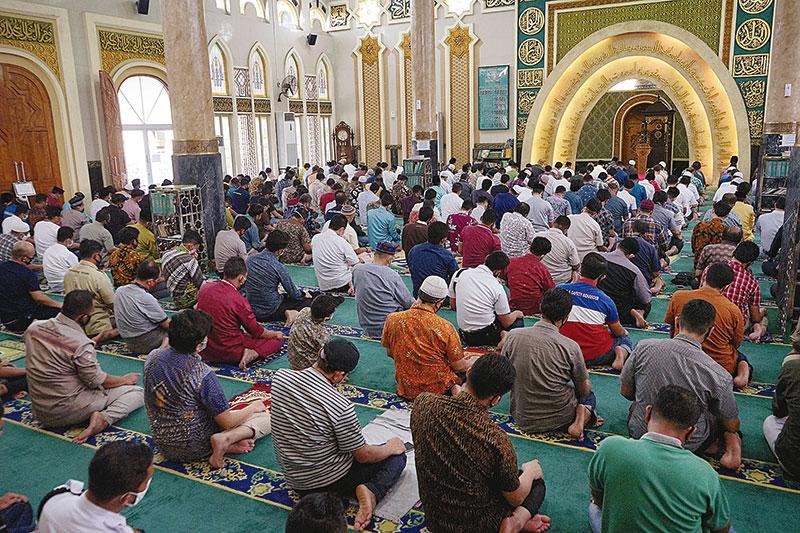 Sukacita Umat saat Masjid Kembali Dibuka