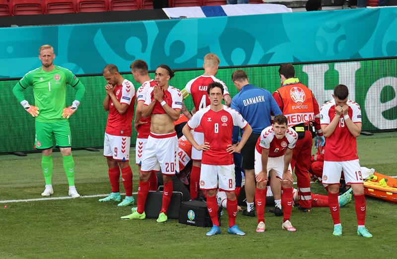 BREAKING NEWS: Eriksen Kolaps, Laga Denmark vs Finlandia Dihentikan