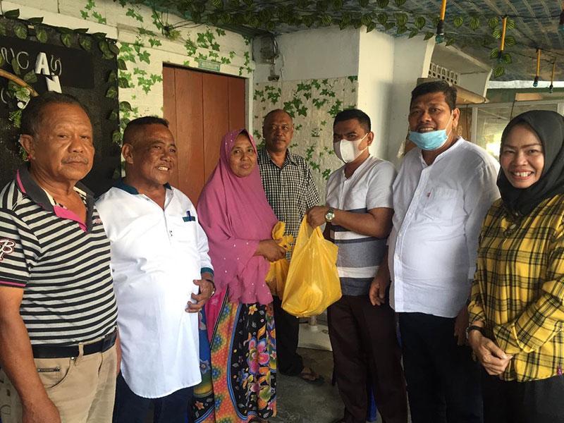 Golkar Riau Bagikan Daging Hewan Kurban ke Masyarakat