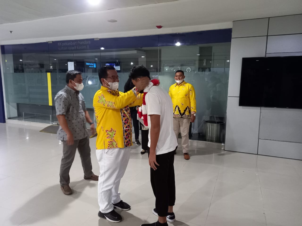 Kasek SMAN 1 Telukkuantan Jemput M Ricky Langsung ke Bandara