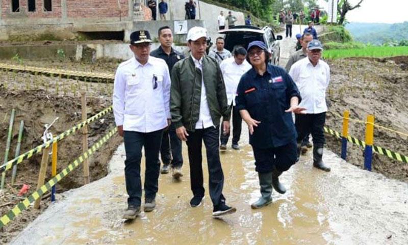 Cara Jokowi Atasi Banjir dan Longsor di Sukajaya