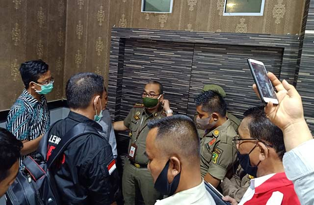 Rapat DPRD Kepulauan Meranti Diprotes Massa Aksi