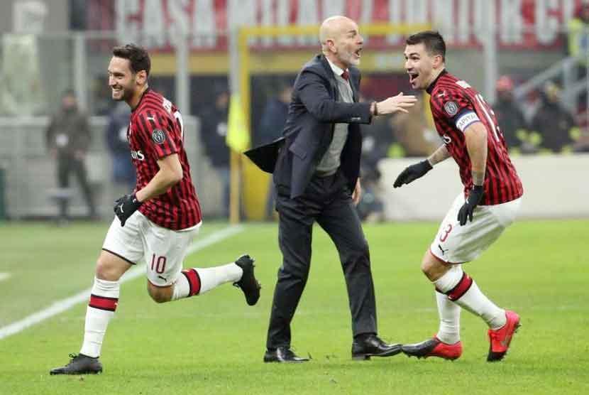 Calhanoglu, Bintang di Balik Lolosnya Milan ke Semifinal