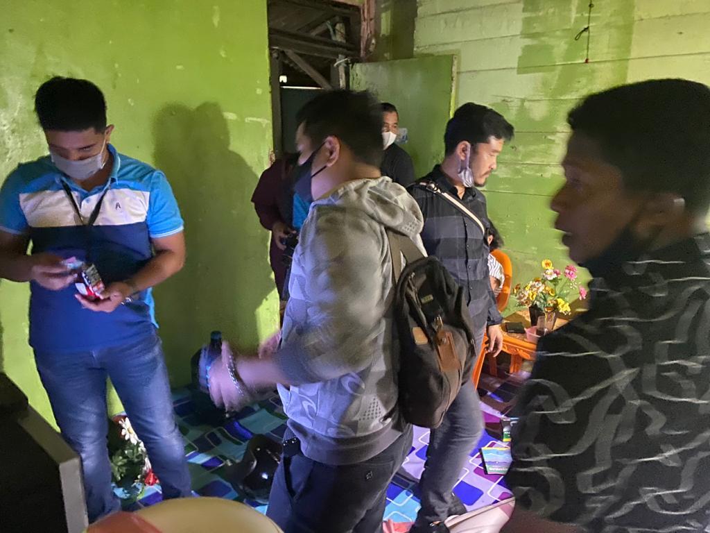 Polisi Tangkap Produsen Ekstasi Rumahan di Kampung Dalam