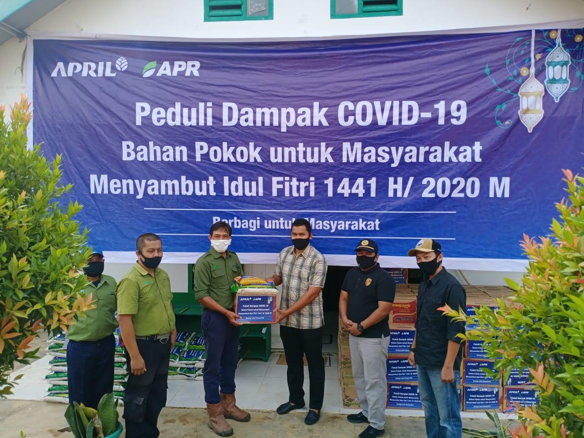 Camat Sungai Mandau Terima Sembako dari PT RAPP