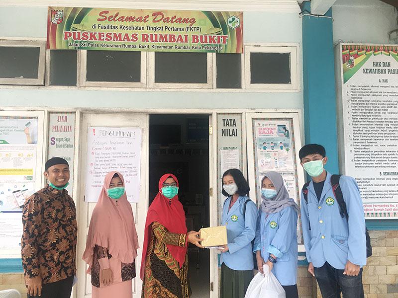 Mahasiswa Kukerta Unri dan IPKKI Riau Salurkan APD ke Puskesmas