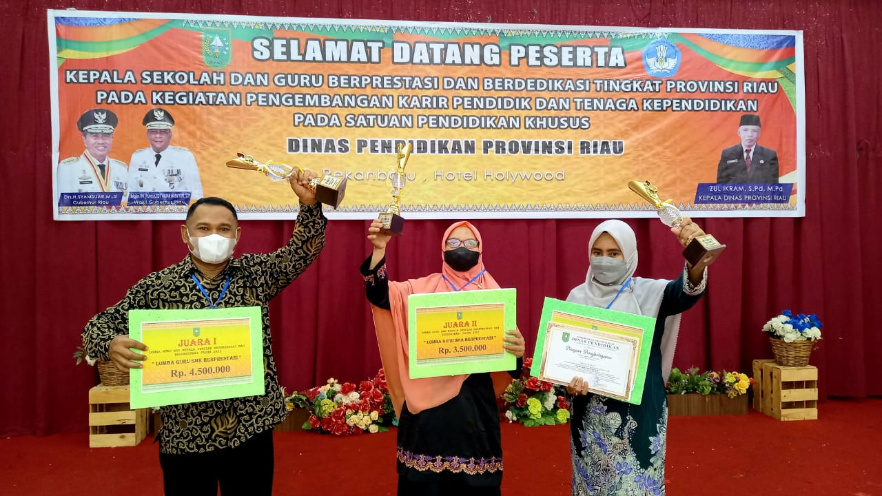 Guru SMK Negeri 1 Kuala Cenaku Juara Guru Berprestasi Tingkat Riau