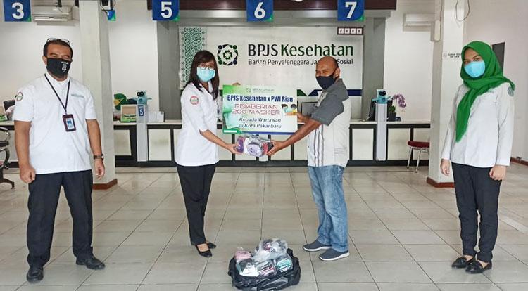 BPJS Kesehatan Serahkan 200 Masker ke PWI Riau