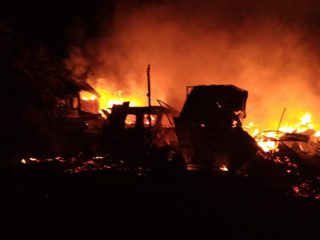 Di Perawang, 8 Unit Rumah dan 1Toyota Rush Ludes Terbakar
