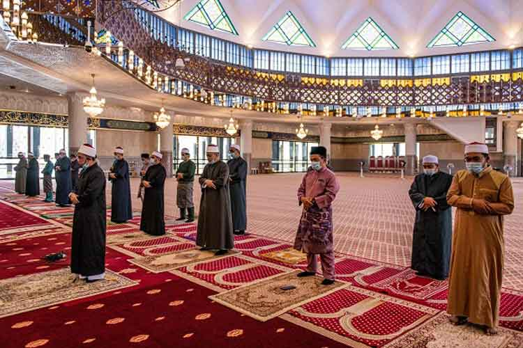 """Malaysia Izinkan Salat Idul Fitri Berjamaah dengan Protokol """"New Normal"""""""
