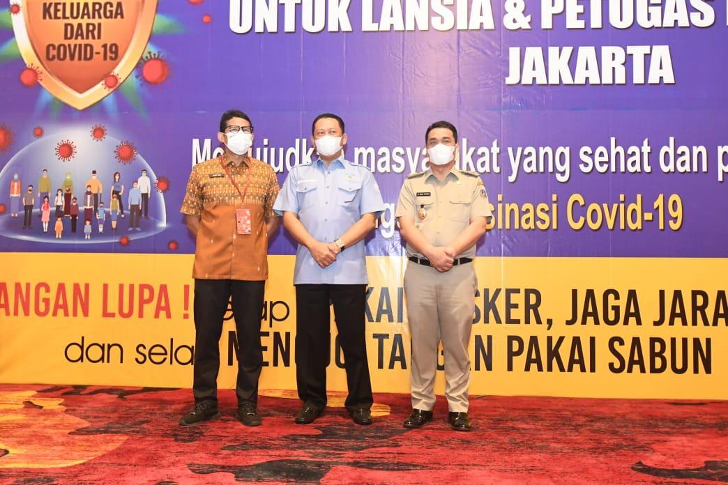 Ketua MPR Tinjau Vaksinasi Covid-19 Tahap II bagi Lansia dan Pekerja Pariwisata