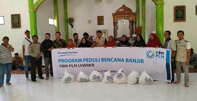 YBM PLN Riau Serahkan Bantuan Korban Banjir